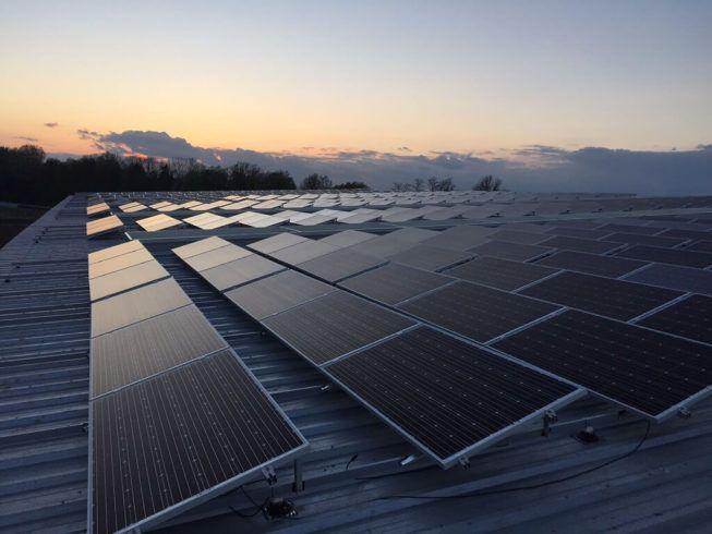dachowe panele słoneczne
